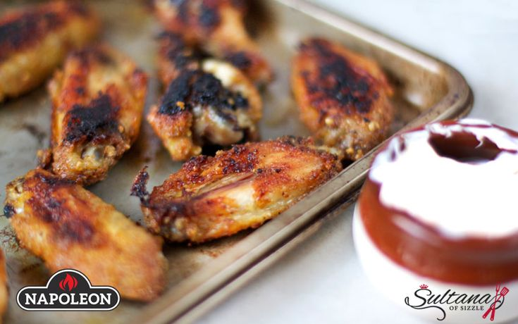 Sweet Garlic Dry Wings With Spicy Dip. #napoleongrill #bbq #wings #gameday