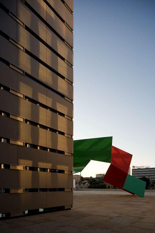 Burgo Tower   Eduardo Souto de Moura   Photo © Fernando Guerra FG + SG