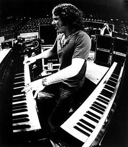 Billy Powell (June 3, 1952 - January 27, 2009) American keyboardplayer (band: Lynryrd Skynyrd).