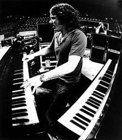 Billy Powell (June 3, 1952 - January 27, 2009) American keyboardplayer (band: Lynryrd Skynyrd).