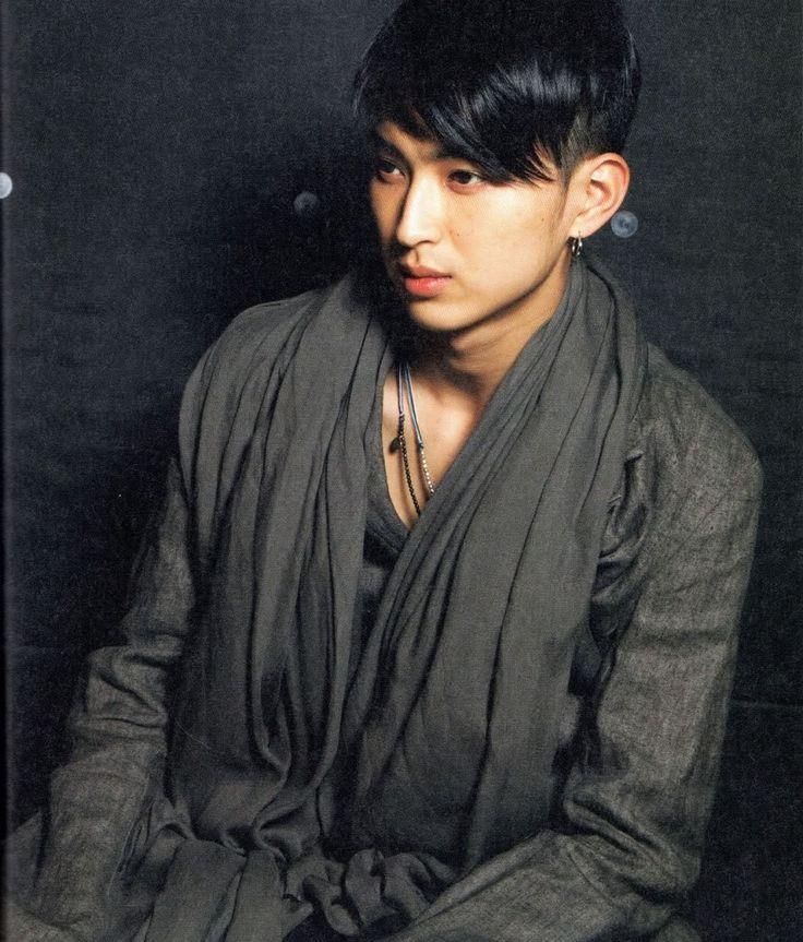 http://i1188.photobucket.com/albums/z413/Musicalgrrrl/Matsuda%20Shota/Black03.jpg