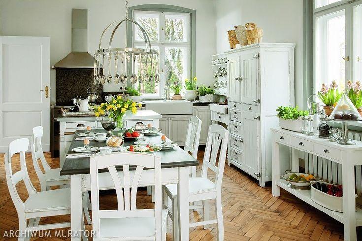 Urokliwa kuchnia w stylu prowansalskim. Aranżacja kuchni z jadalnią