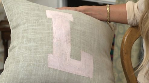DIY Stenciled Accent Pillows #CraftyCreations