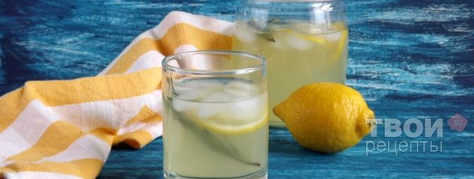 Limonada hecha en casa con romero