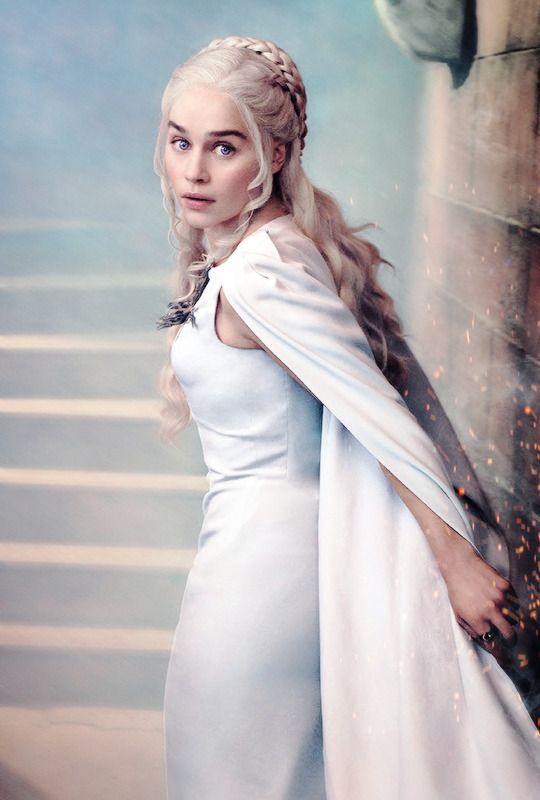 Emilia Clarke que Daenerys Targaryen dans le 20ème numéro de Mars du magazine Entertainment Weekly.  {X}