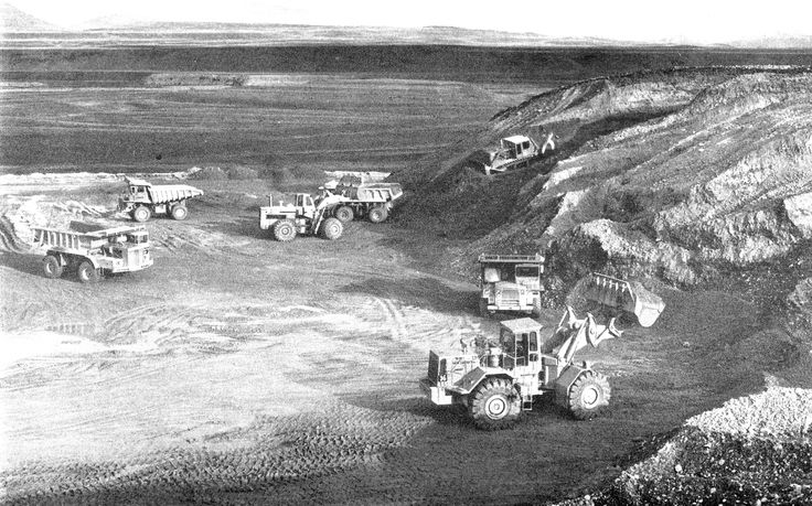 An overall view of operations at Twizel with quite a mixture of machinery in the frame. In the photo are International PayHaulers, Caterpillar 769s, an International 560 PayLoader, Caterpillar D9G with Kelly ripper and of course, a Terex 72-81.