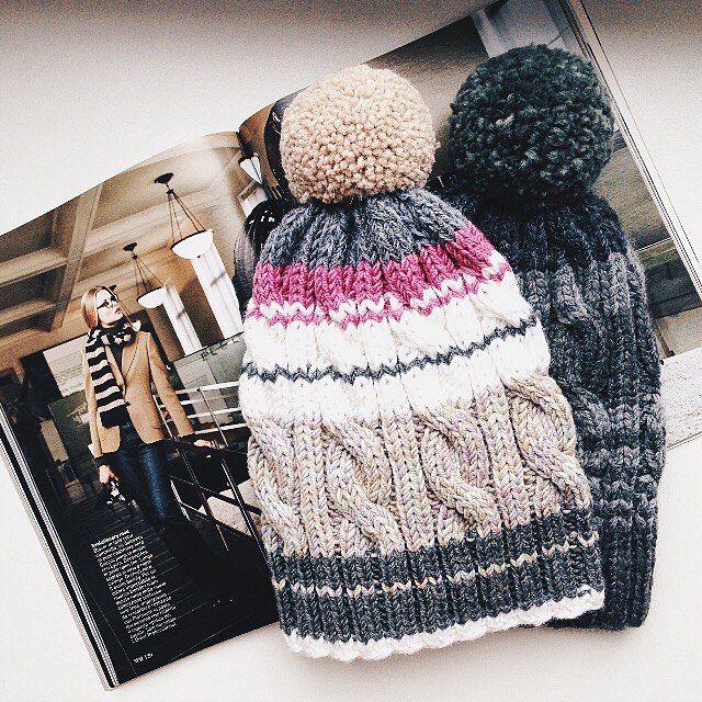 Две тёплые шапочки, верхняя из мериноса и альпаки, нижняя меринос с кашемиром Каждая по 3.000₽ #yarnfever_olishu #yarnfever_shop