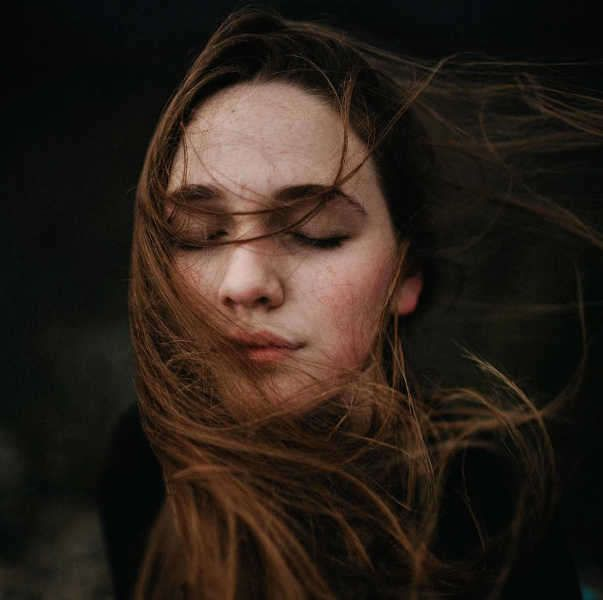 pensamientos de personas con inteligencia emocional mujeres-w636-h600