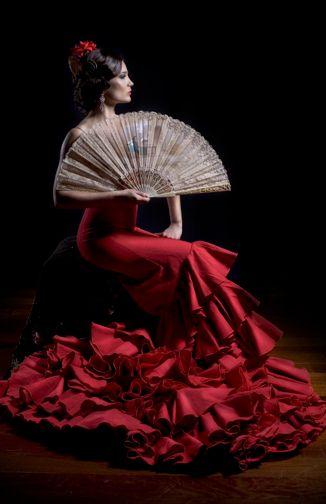 Wenn unsere Opernsängerin Anna Alfari jemals die Carmen spielen dürfte, würde sie so auftreten. Anna Alfari as Carmen.