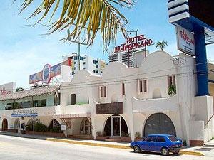 El Tropicano Acapulco es el primer hotel de la costera a una cuadra de la playa, se ubica junto a Wal Mart, Jai-Alai y Baby O, cerca del Cici y del Centro de Convenciones.    Se trata de un hotel económico de 3 estrellas, pequeño pero cómodo y acogedor, en el cual sus bellos jardines y su amable servicio es parte importante.