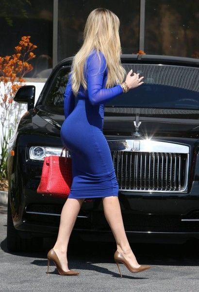 Khloe Kardashian Photos - Khloe Kardashian Stops by a Studio in Los Angeles - Zimbio