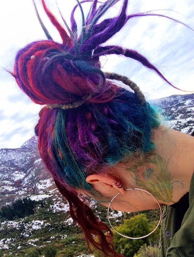 One of the scant few heads of ACTUAL MULTICOLOR DREADS........most of you mofos are being fooled by even obvious faux locs (however cool some of them are)
