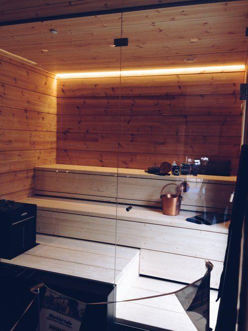 Valkoiset lauteet, tyylikäs valkoinen sauna. Seinäjoen Asuntomessut 2016.