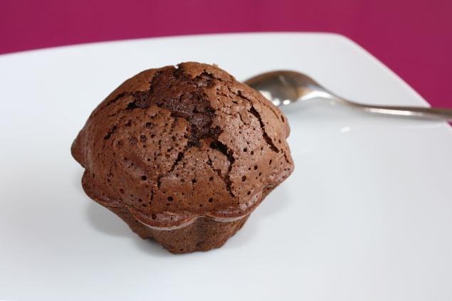 Google Afbeeldingen resultaat voor http://www.cuisine-monochrome.com/wp-content/uploads/2010/09/moelleux-chocolat.jpg