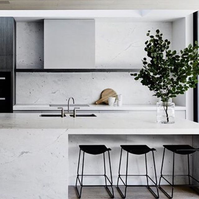 Another kitchen masterpiece by Mim Design styled with our favourite Last Minute…