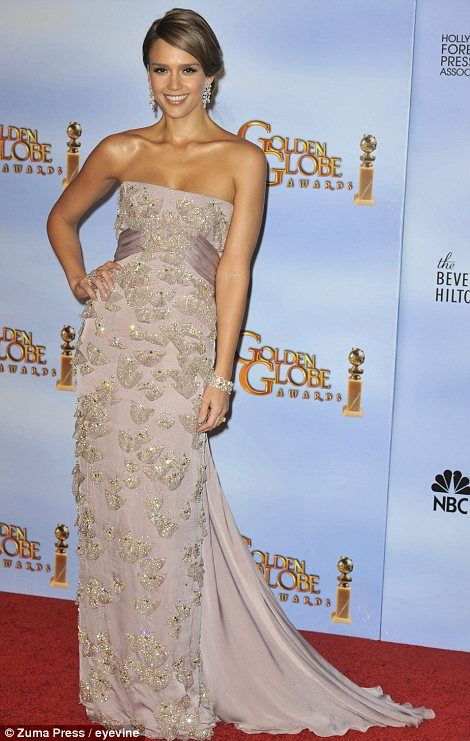golden globe HIT - Jessica Alba: Gucci was the most popular designer of the night and Jessica teamed her very pale lilac dress with Bulgari jewels. I'd have worn a necklace, too