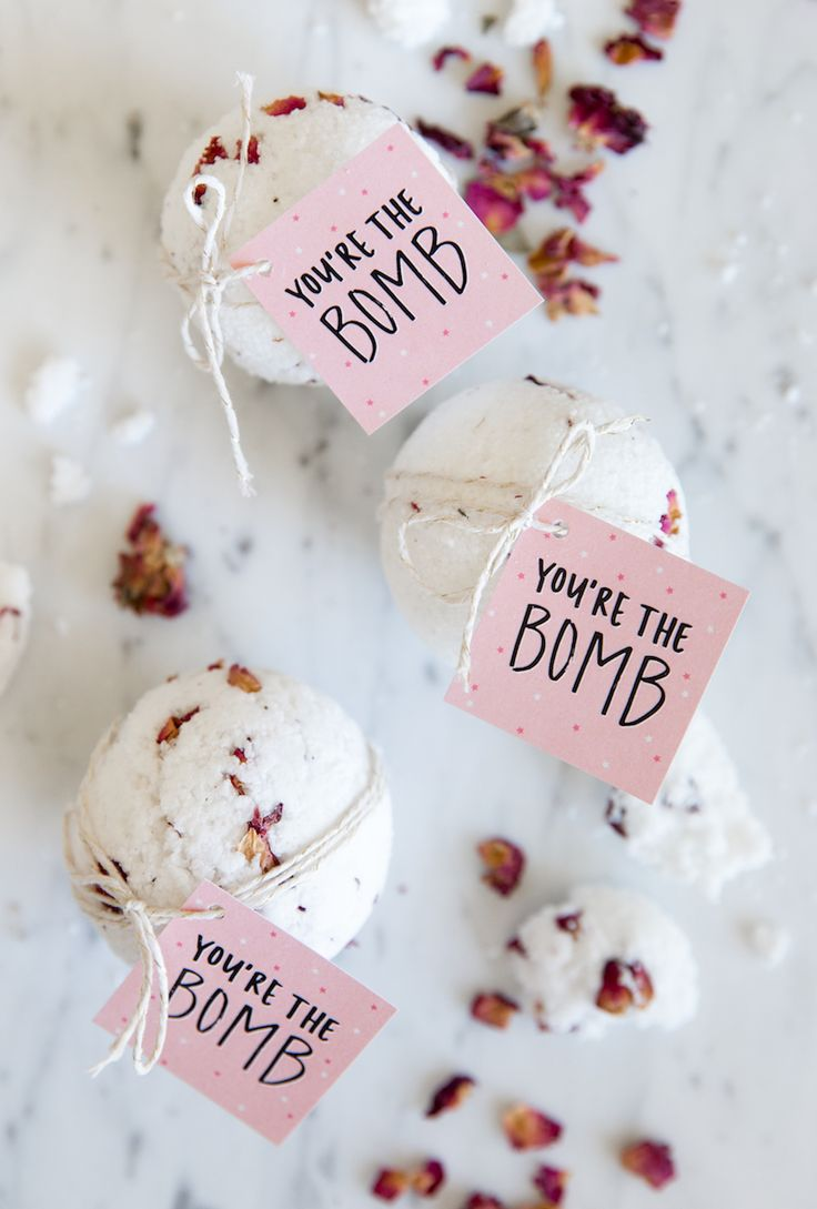 Skip The Spa With These Valentine's Day Bath Bombs || DIY Valentine's Day gift || Valentine's Day gift on a budget