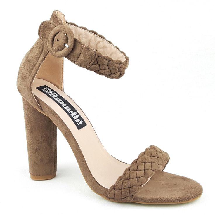 Open schoenen met leuke vlecht banden; de brede voorband en brede enkelband zitten prettig en snijden niet in de voet. In mocca bruin suède look.