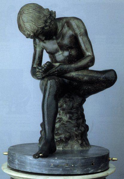 Мальчик, вынимающий занозу. Бронзовая римская копия с греческого оригинала около 50 г. до н. э. Капитолийские музеи,  Палаццо Консерваторов. Эта статуя была известна с 12 века, а в 1471 году была подарена папой Сикстом  IV Риму.