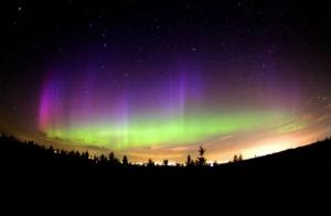 http://cursosdeinglesnoexterior.wordpress.com/2012/10/12/veja-a-aurora-boreal-no-seu-intercambio-para-o-canada/  Saiba mais sobre a Aurora Boreal no Canadá.