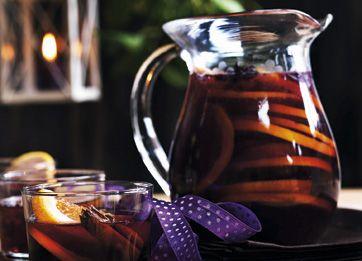 Den herlige drik er fyldt med julens krydderier og nydes kold som velkomstdrink