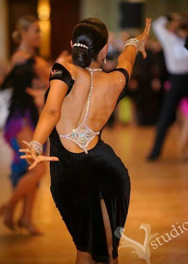 фото танцовщиц бальных танцев окутанный