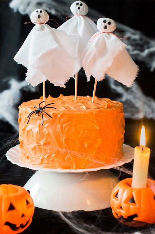 Easy cake decoration for Halloween