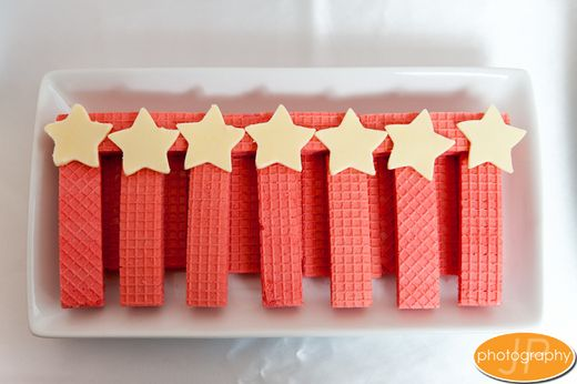 Edible fairy wands using lattice biscuits and chocolate stars. Pinned for Kidfolio, the parenting mobile app that makes sharing a snap!