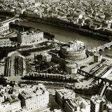 Foto storiche di Roma - Ponte Fabricio e l'agglomerato di case del Ghetto, che sarà demolito per far posto ai muraglioni