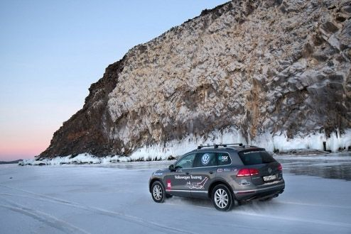 14-time motor sports champion Andrey Leontyev associated ice captain Alexander Burmeister set an absolute record on the Volkswagen Touareg by demonstrating the best average speed on the change the a thousand metric linear unit distance.
