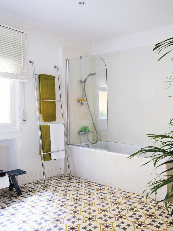 Baño-luminoso-con-bañera