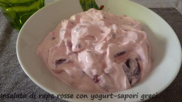 Η σαλάτα με παντζάρια και γιαούρτι είναι ένα δροσερο και νόστιμο πιάτο. Μια σαλάτα πολυ εύκολη, με αποτέλεσμα ένα γευστικό και πολύ υγιεινό πιάτο.