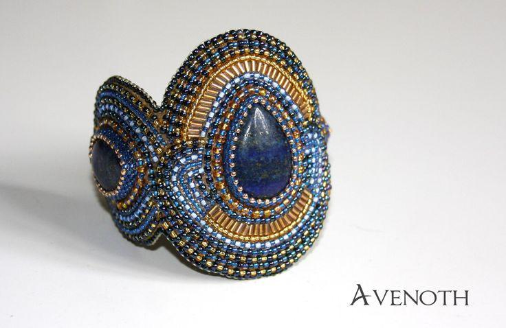 Jakiś miesiąc temu postanowiłam zainteresować się nieco historią biżuterii. Przyznam, że nie małym zaskoczeniem było dowiedzieć się, iż chęć ozdabiania towarzyszy nam już od ponad stu tysięcy lat. …