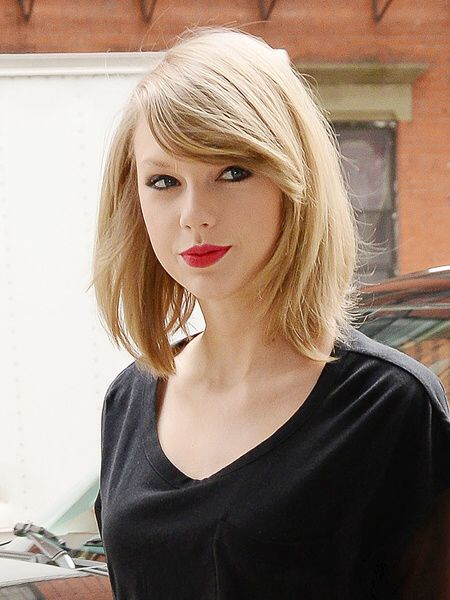 taylor swift straight hair style                                                                                                                                                     More