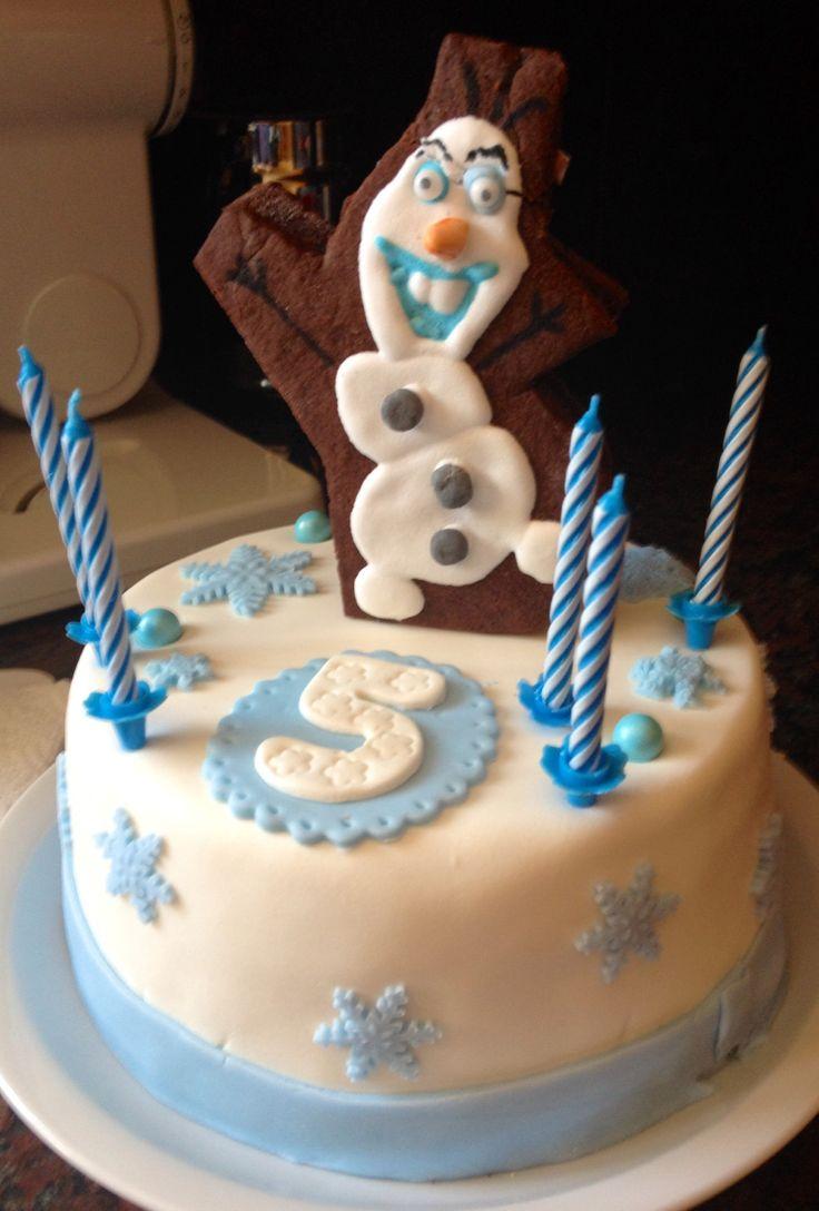 Gâteau thème reine des neiges avec Olaf en biscuit et glaçage royal