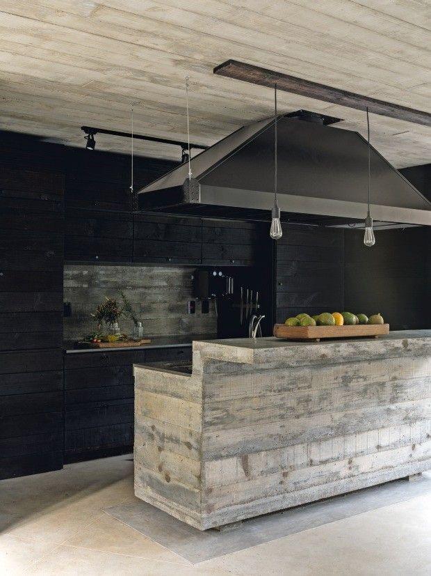 Une maison de béton, de bois et de verre au Brésil