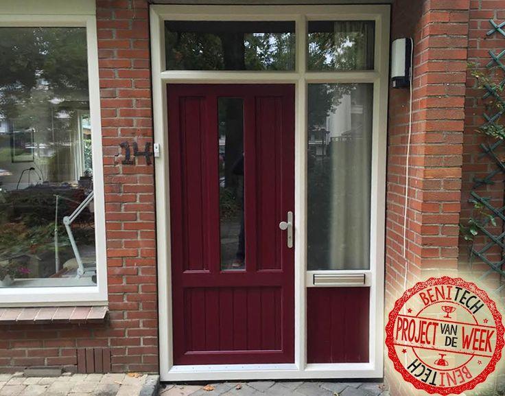 Een kunststof voordeur met bijpassend kozijn geplaatst door Benitech Kozijnen.