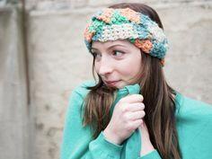 Tutorial fai da te: Realizzare una fascia per capelli intrecciata all'uncinetto multicolore via DaWanda.com