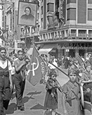 Spain - 1936. - GC - Manifestación comunista en Madrid, a finales de julio de 1936.
