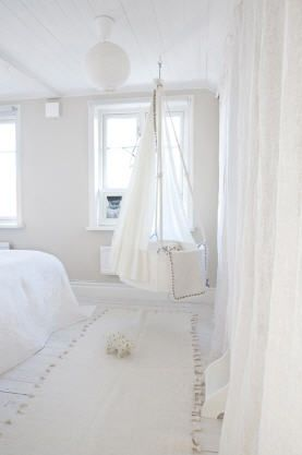 hanging bassinet.. so cool, but i would be WAY too nervous to hang my babys bassinet from the ceiling!