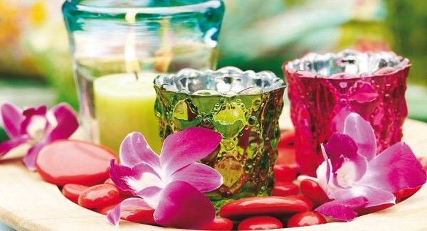 Summer garden party and table decorating ideas with exotic colors #gardenweddings #tabledecor