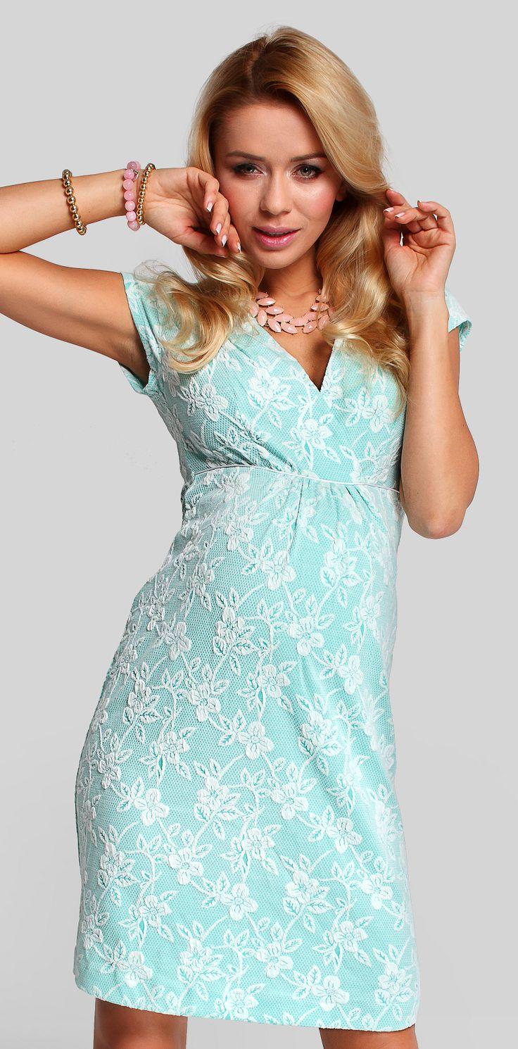 Prezenta dantelei iti garanteaza un look atragator si foarte feminin. De aceea textura rochiei Dusty pentru gravide este ideala pentru o zi de primavara, fie ca o porti ca rochie de zi sau ca rochie de gravide de seara. Decolteul in V iti ingusteaza silueta iar talia inalta are rolul de a lasa loc pentru burtica ce creste. Materialul rochiei este unul foarte placut la atins si moale.  #maternitychic #maternitystyle #fashion