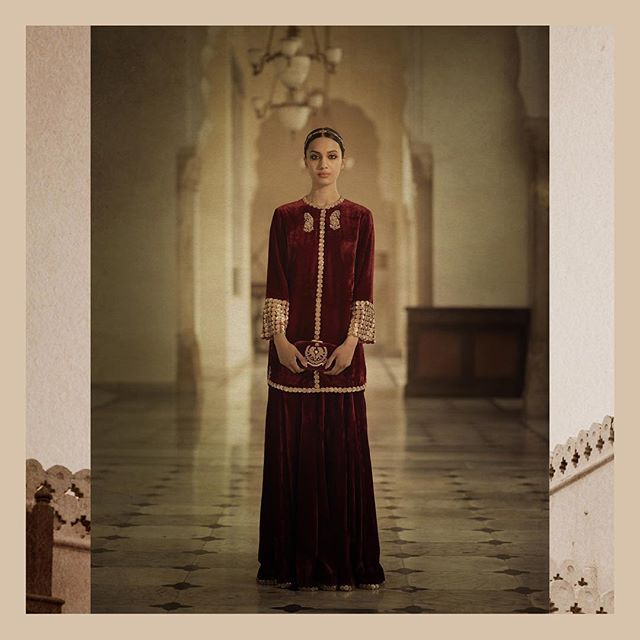 Maximalist Minimalist  Velvet 'Azerbaijan' tunic with matching velvet sharara. All embellished with handcut metal sequins.  #Sabyasachi #Bridalwear #DiamondJewellery #JadauJewellery #GoldJewellery #BridalJewellery #IndianDesigner #IndianCouture2017 #TheWorldOfSabyasachi  Location Courtesy: Rambagh Palace @rambaghpalace
