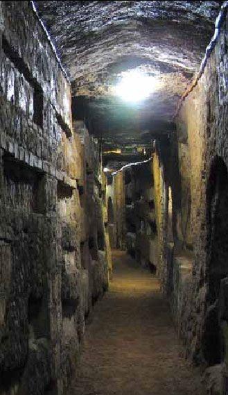 Подземные катакомбы Домитилла расположены в 4 уровнях