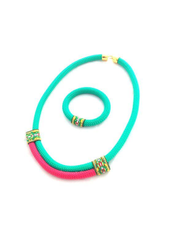 Hey, j'ai trouvé ce super article sur Etsy, chez https://www.etsy.com/fr/listing/257560129/parure-de-bijoux-collier-amazon-collier
