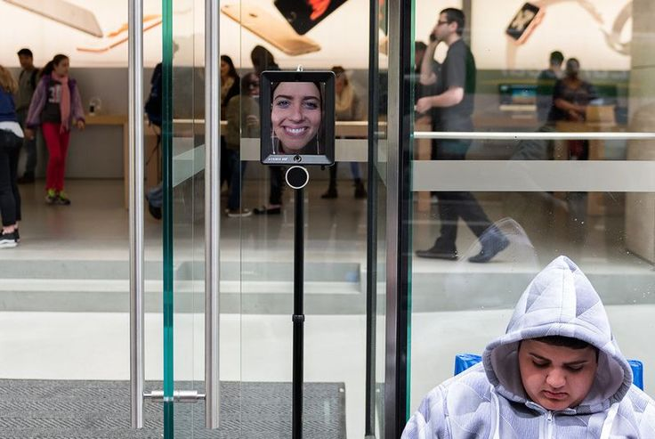 An iPad is waiting in line to buy an iPhone 6S