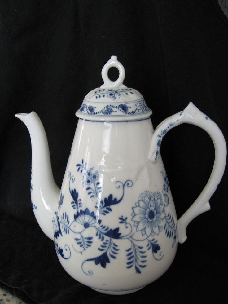 Meissen Crossed Swords Hard Paste Large Coffee Pot, Blue Onion