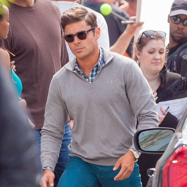 Zac Efron in Vineyard Vines holy moly