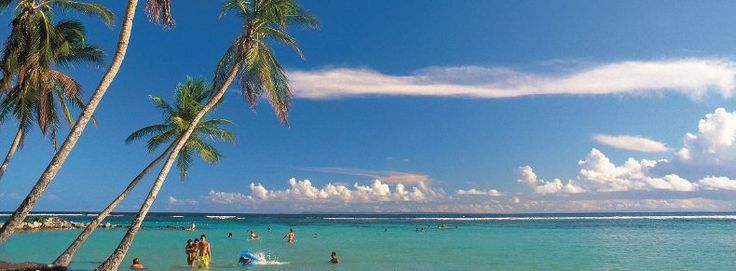 GUADELOUPE : Au cœur des Caraïbes, la Guadeloupe fait partie des Petites Antilles. Ce territoire d'outre-mer français est situé à plus de 6 000 km des côtes de la métropole, et à seulement 650 km du littoral vénézuélien. Séparées par un bras de mer, la Basse-Terre et la Grande-Terre sont les plus peuplées de « l'archipel » (englobant les dépendances des îles des Saintes, La Désirade et Marie-Galante).