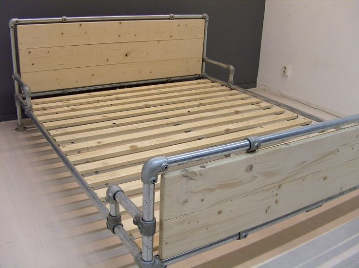 Bed Frame DIY Pipe Fitting - Get more DIY Industrial Pipe project ideas at http://wiselygreen.com/15-industrial-pipe-furniture-and-home-projects-for-diyers/